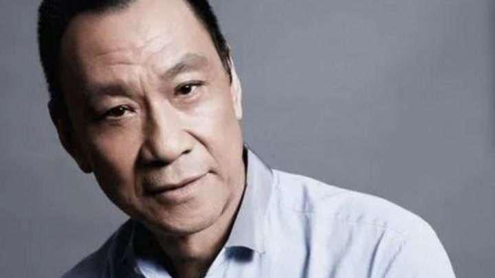 王學圻殺青后向全體劇組演員下跪,演技在線,人品更在線