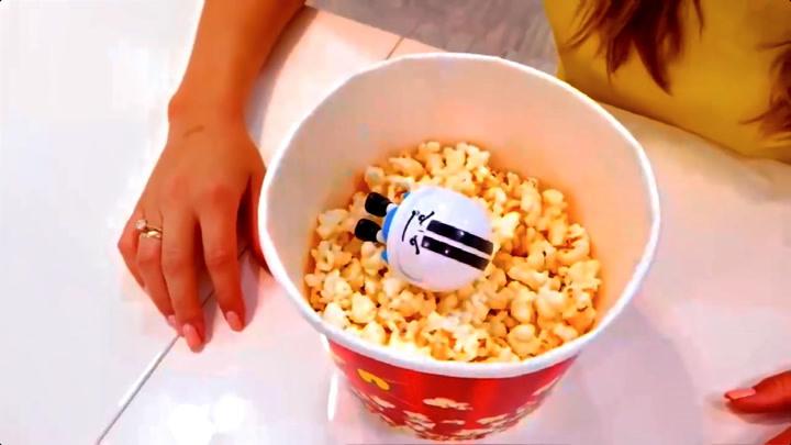萌宝瓦伦达:瓦伦达妈妈自制美味爆米花出炉,他们会抢着吃吗?