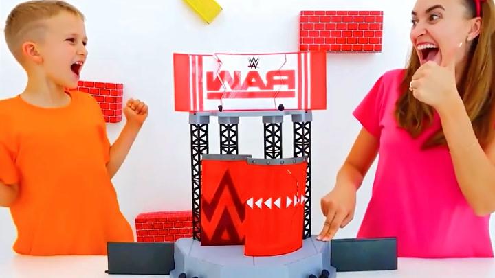 萌宝瓦伦达:瓦伦达的哥哥跟妈妈一起玩具大拆箱,惊喜大揭秘!