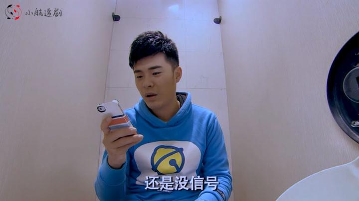 影视:上厕所没带纸,瞧瞧曾小贤是怎么化解的,笑喷了