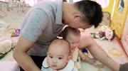 奶爸外出参加活动,6天5夜,宝妈和宝宝留在家,走前抱宝宝一阵亲